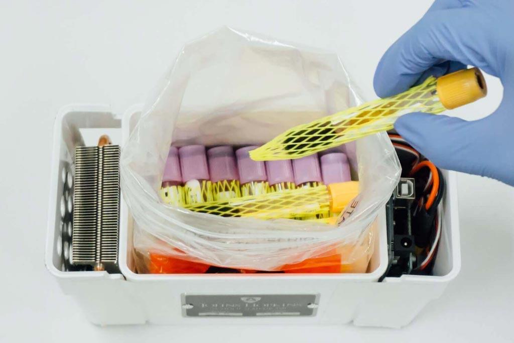 Контейнер для транспортировки образцов с температурным контролем, используемый беспилотными летательными аппаратами (фото любезно предоставлено JHU).