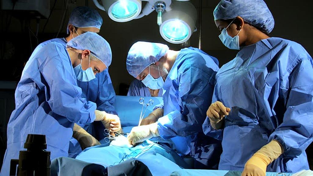 Новое исследование утверждает, что хирургическое вмешательство является более рискованным в определенные часы (фото любезно предоставлено Shutterstock).