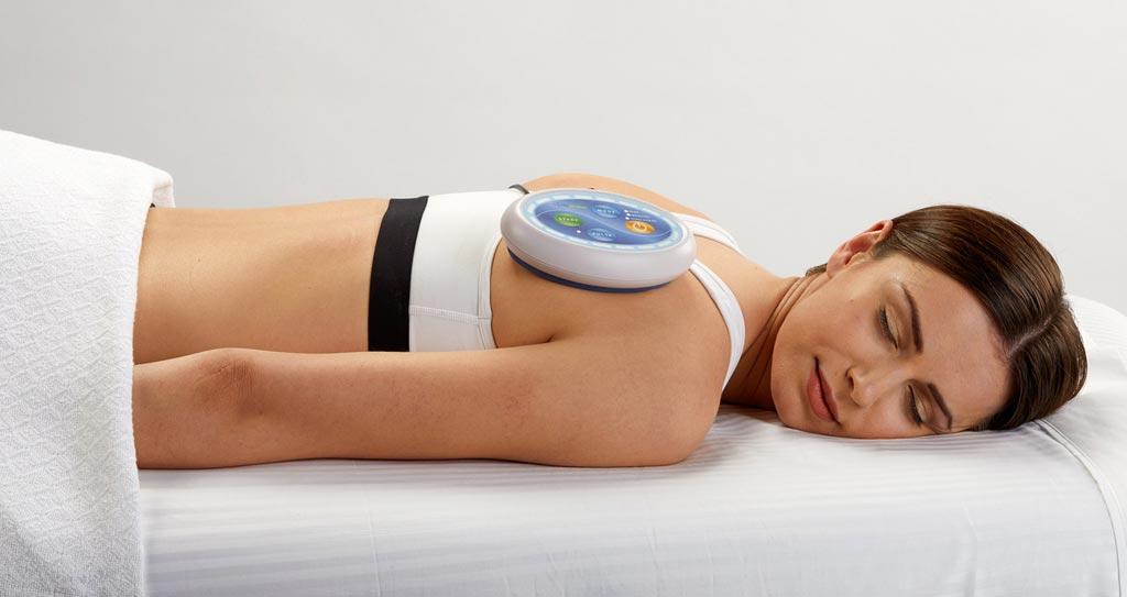 Устройство Celluma, имеющее форму таблетки, проводит лечение методом светотерапии (фото предоставлено BioPhotas).
