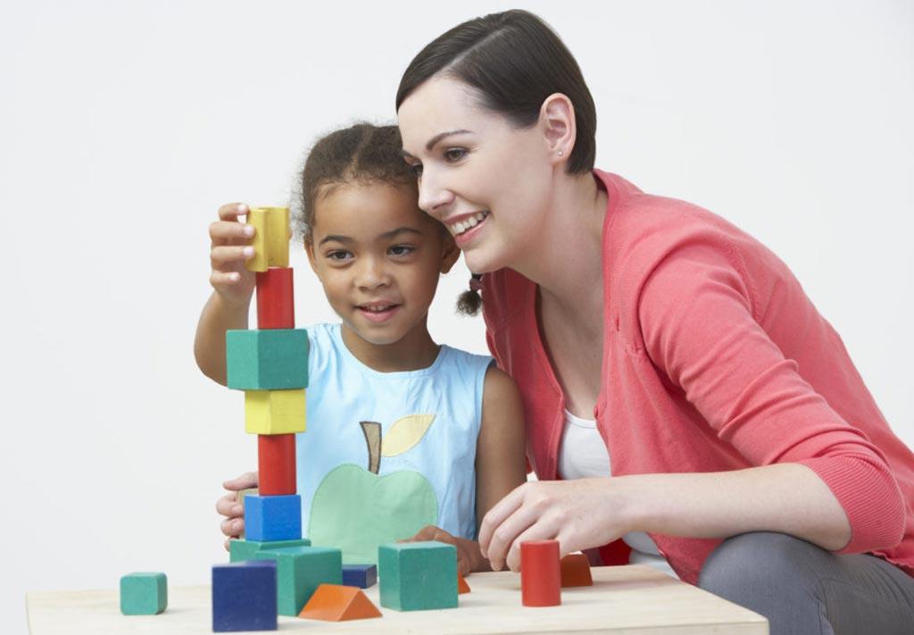 В новом исследовании утверждается, что наблюдение за развитием осуществляется менее чем для трети детей (фото любезно предоставлено Shutterstock).