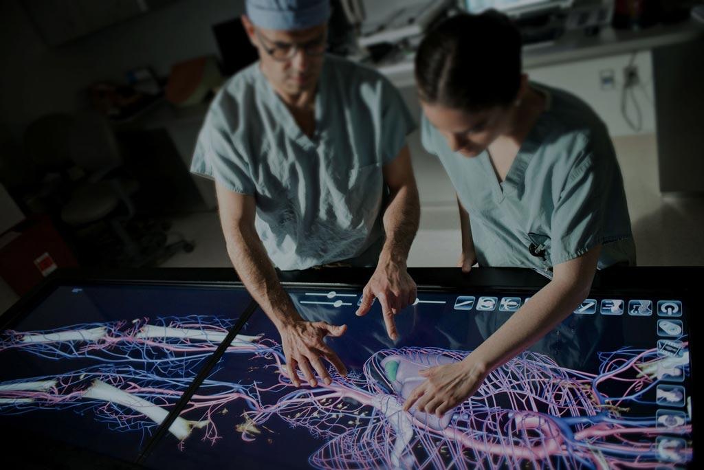 Виртуальный секционный стол Anatomage (фото любезно предоставлено Anatomage).