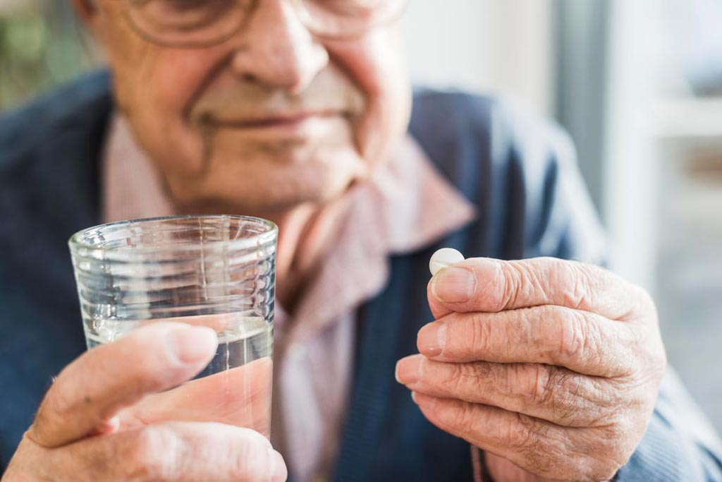 В новом исследовании предполагается, что ежедневный прием аспирина может принести пожилым людям больше вреда, чем пользы (фото любезно предоставлено Getty Images).