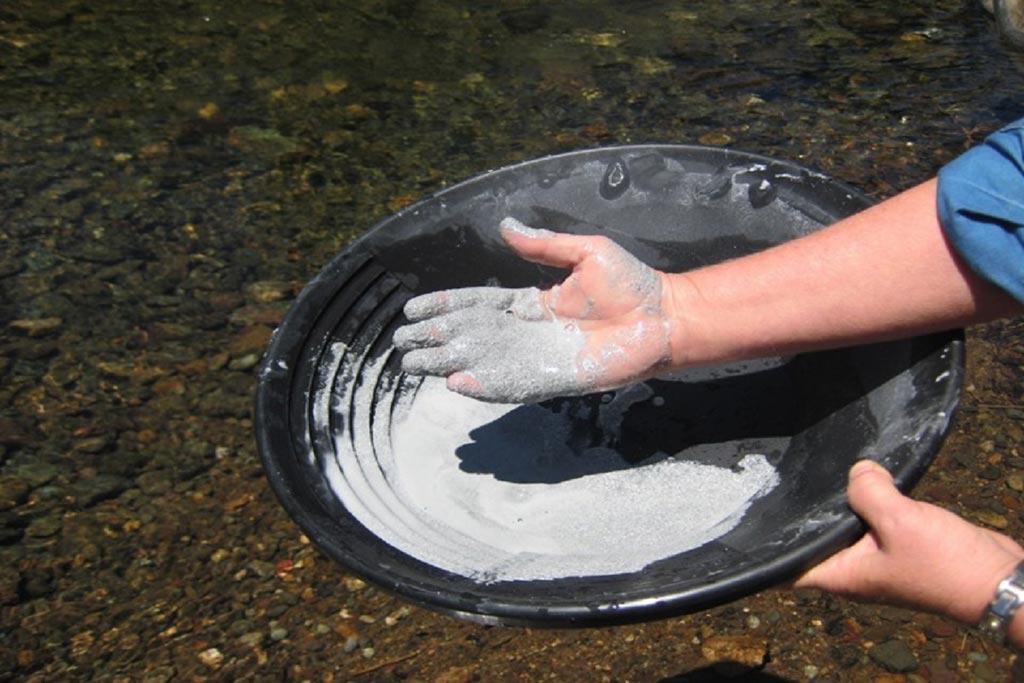 В новом исследовании демонстрируется, что природные глинистые отложения обладают антибактериальной активностью (фото любезно предоставлено Линдой Уильямс (Lynda Williams)/ASU).