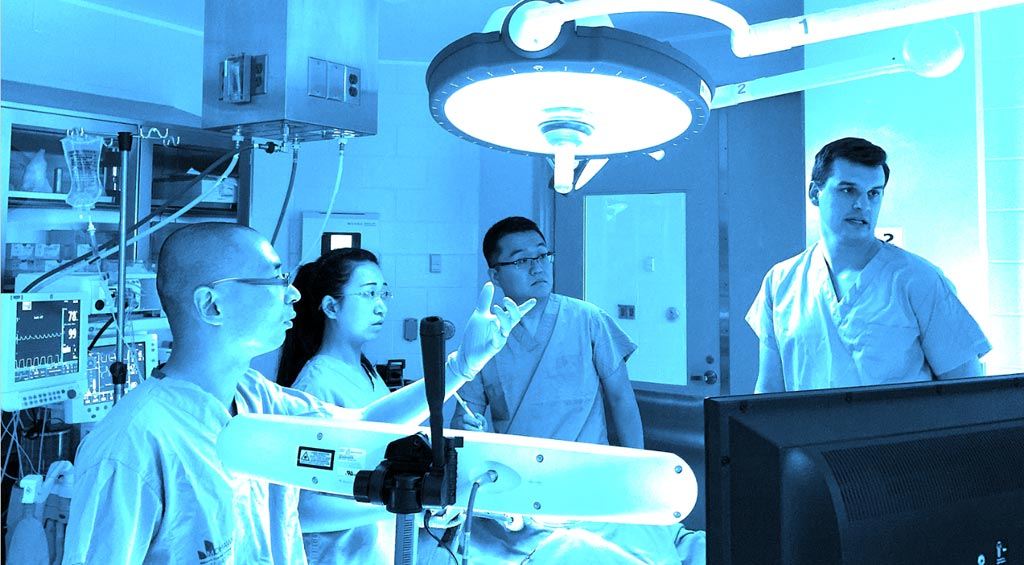Команда разработчиков Mariner Endosurgery в Университете МакМастера (McMaster University). Фото любезно предоставлено Университетом МакМастер / Школой бизнеса DeGroote /DeGroote School of Business/.