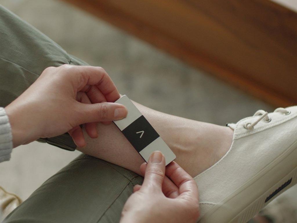 Мобильное устройство способно быстро генерировать ЭКГ с шестью отведениями (фото любезно предоставлено AliveCor).