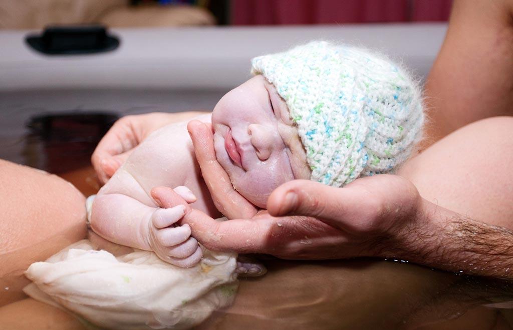 Новое исследование показывает, что роды на дому утраивают риски опасности для новорожденных (фото любезно предоставлено фотобанком iStock Photo).