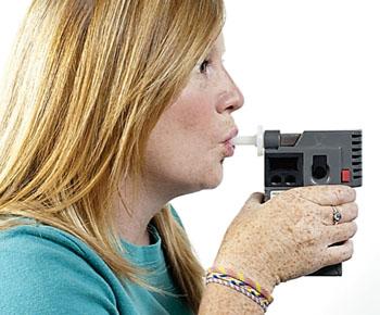 Портативный и компактный анализатор дыхания для измерения ацетона в выдыхаемом воздухе в целях диагностирования диабета (фото любезно предоставлено Оксфордским университетом).