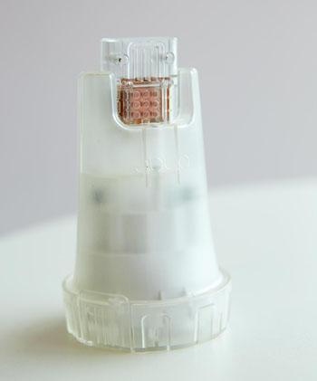 USB-накопитель, который определяет вирусную нагрузку ВИЧ (фото любезно предоставлено Имперским колледжем Лондона).