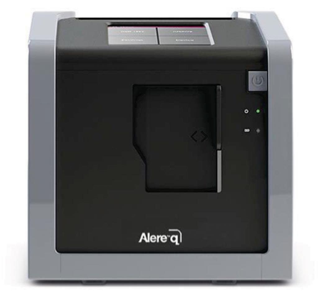 Alere q - это полностью автоматизированная платформа для тестирования нуклеиновых кислот, которая позволяет использовать молекулярное тестирование для диагностики в любых медицинских условиях (фото любезно предоставлено Alere Technologies).